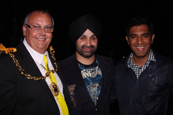Mayor Cllr. Mortimer with Shinda and Gurvinder Sandher