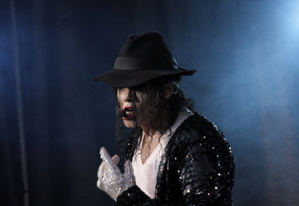 Michael Jackson Tribute Navi performing Billie Jean