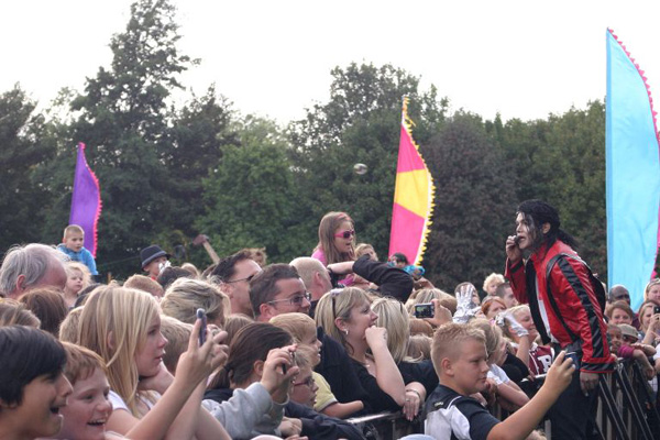 Navi performing Michael Jackson Hits at the Maidstone Mela