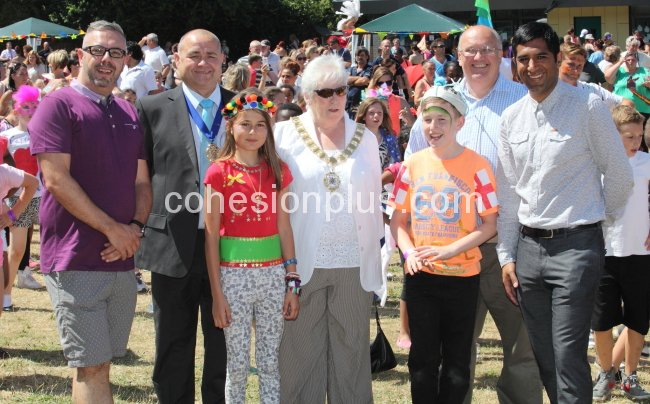 garry-ratcliffe-executive-head-with-the-mayor-of-dartford-cllr-thurlow-cllr-kite-and-gurvinder-sandher-at-the-oakfield-carnival